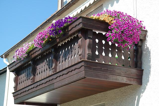 ukwiecony balkon