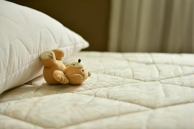 Jaki materac dla dziecka? Jak dobrze wybrać materac dla dzieci w różnym wieku