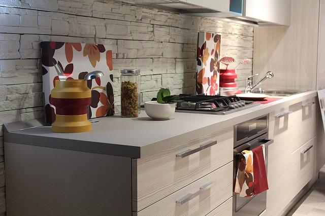 Jakie dekoracje do kuchni? Praktyczne pomysły na ładną kuchnię!