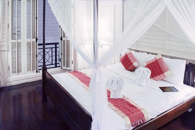 łóżko-drewniane